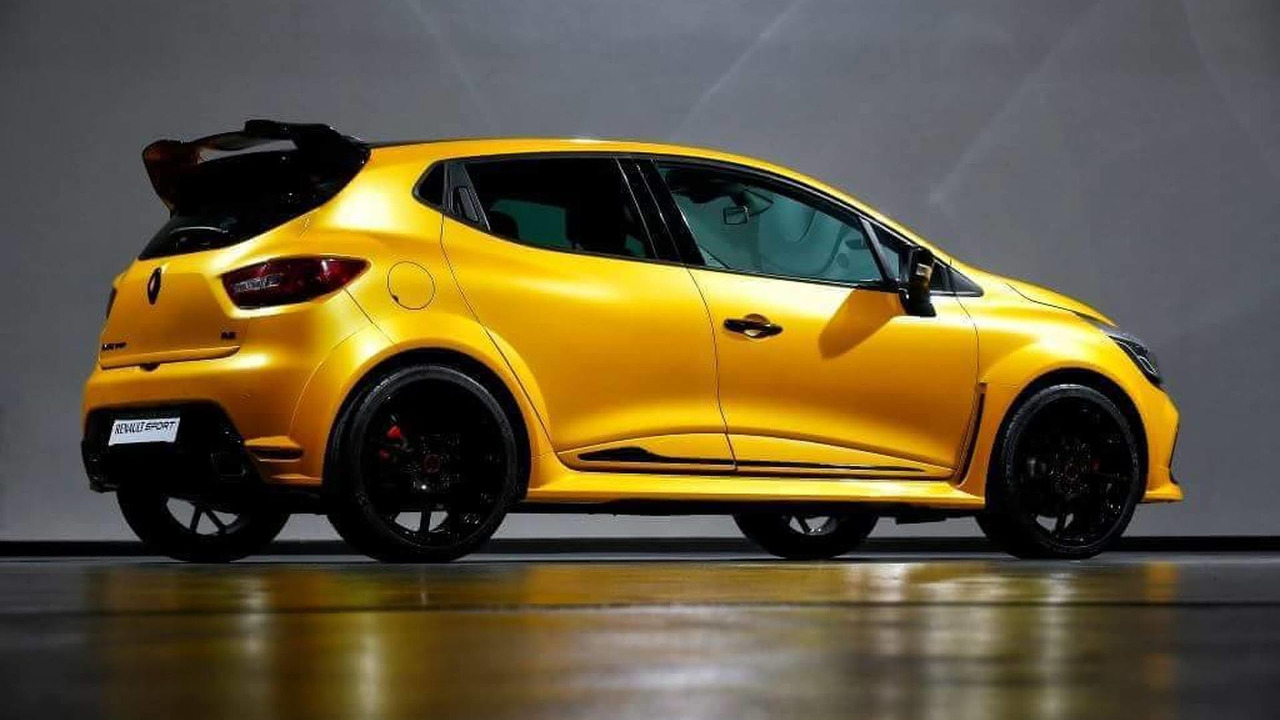 leaked pics of ultimate renault clio renaultsport. Black Bedroom Furniture Sets. Home Design Ideas