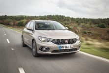 FiatTipoHatchdriving