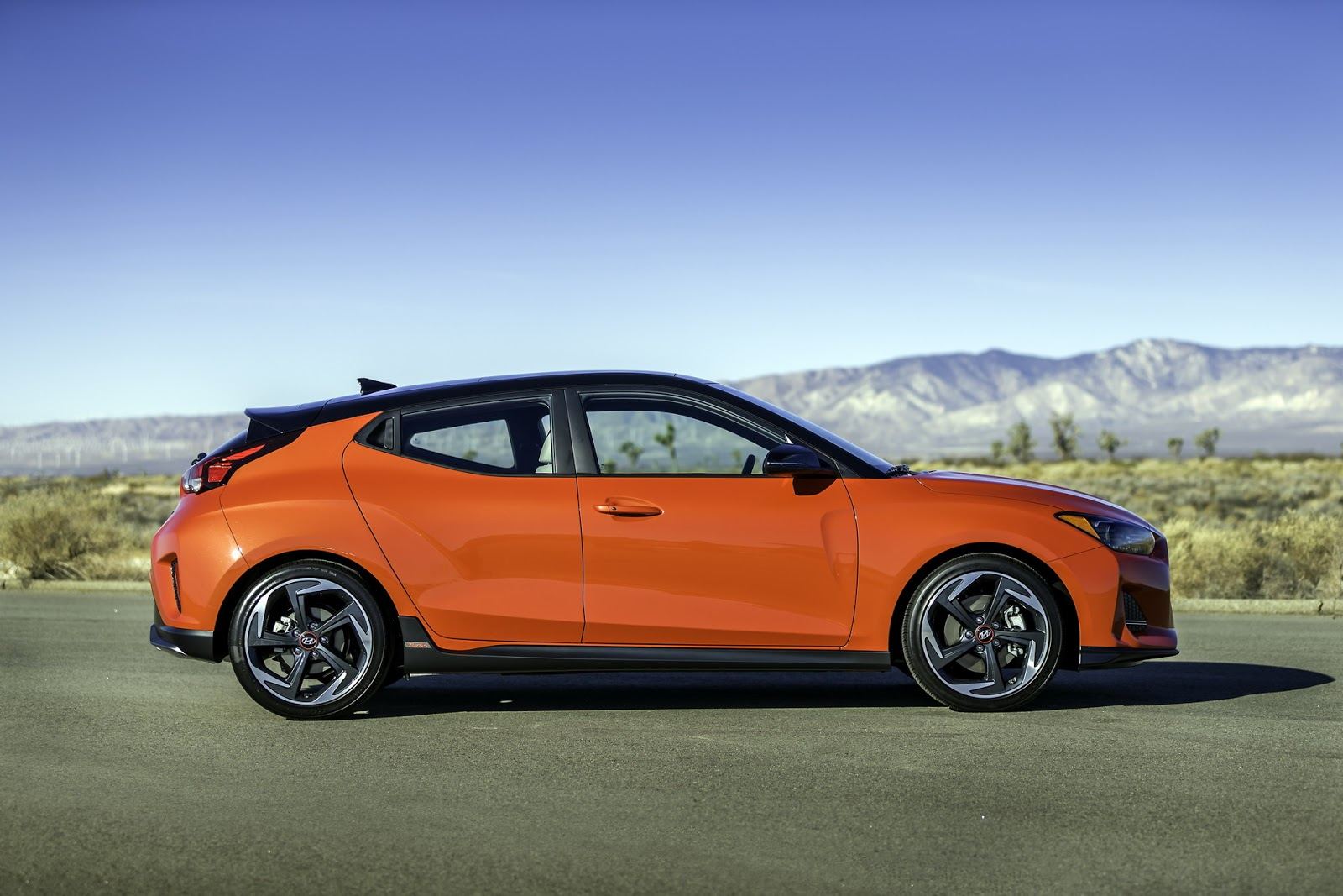 new hyundai veloster and veloster n shown. Black Bedroom Furniture Sets. Home Design Ideas